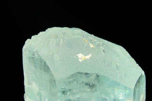 Akvamarín (krystal - žraločí zub) - Pákistán