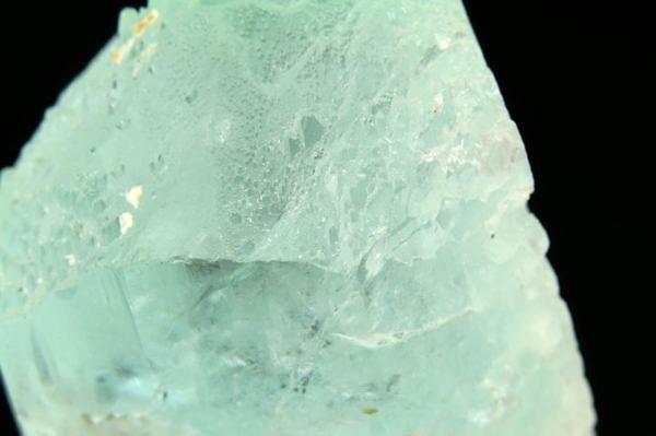 Aquamarine (crystal - shark tooth) – Pakistan