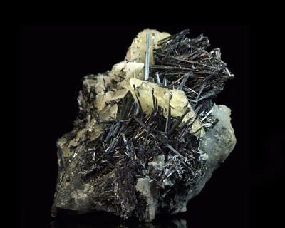 Antimonit, kalcit - Kazachstán, Kadamžaj