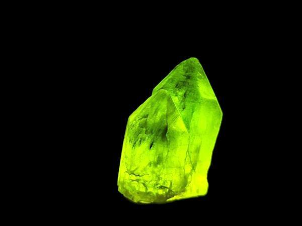 Olivine with ludwigite inclusions. Naran, Pakistan